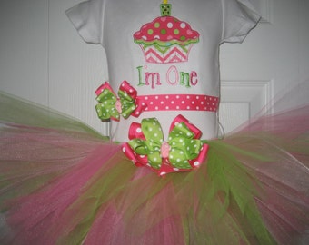 Boutique cupcake Im one with bow