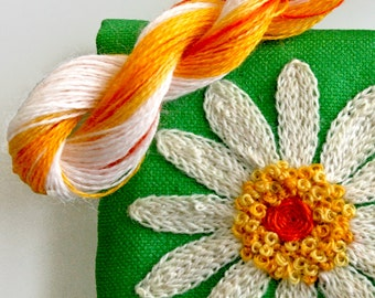 DIY Crewel Embroidery Kit Gift Pouch white daisy