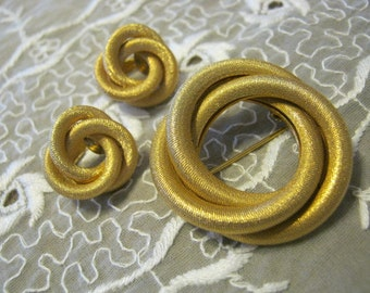 Vintage goldtone  circle pin clip earrings set, loveknot round brooch and clip  earrings set, textured 18kt look jewelry
