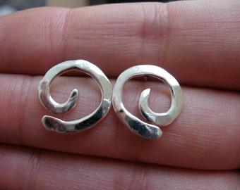 XS Swirl Post Earrings in Sterling silver