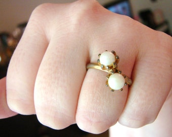 Vintage gold ring with white pearls- fully adjustable