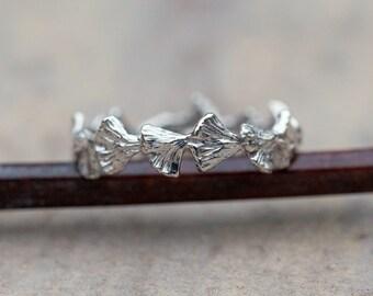 Leaf wedding band.  Gold wedding ring. Gingko leaf band.  Stacking ring.
