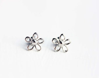 Sample Sale - Silver Daisy Studs