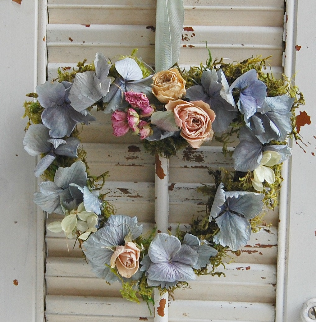 Floral Decor: Dried Flower Heart Wreath / Spring Wreath / Cottage Decor