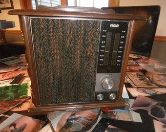 Vintage RCA  Solid State Table Top Radio Works