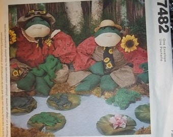 """FROGS pattern, 24"""" and baby frogs McCalls 7482 craft pattern - Ribb ITT Sewing Pattern"""