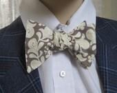 Victorian Beige Bow Tie