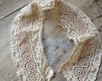 Vintage Lace Beige Collar