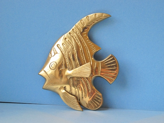 Vintage Brass Tropical Fish Wall Hanging / Exotic Fish 3D Wall Plaque, Wall Art Beach House Nautical Decor, Ocean, Boat House, Cast Metal
