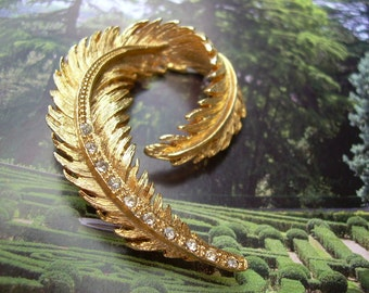 Lovely Gold tone And Rhinestone Faether Brooch Very Elegant Brooch, unsigned piece
