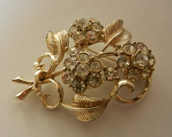 Vintage 1950 - Signed CORO brooch metal platinum and bright crystals - a lovely gift -art.496/2 -