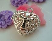 Wholesale - bulk - discount - 5pcs Filigree heart locket - pendant- with cross - Silver plated -