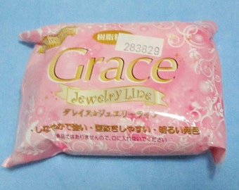 One packet of Grace Jewelry Line air drying clay. 200g. Opaque white. Good for jewellery, crafts and deco sweets.