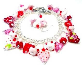 Heart Charm Bracelet, Heart Jewelry, Lampwork Bracelet, Glass Charm Bracelet, Glass Beaded Bracelet, Beadwork Bracelet, Valentine Jewelry
