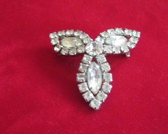 Antique 1950s BROOCH - 3 leaf clover in excellent condition - Large Rhinestones - 2 inch width