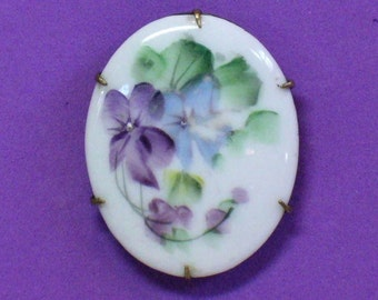 Edwardian Floral Porcelain Brooch in Violet Flowers Design Prong Set in Brass & C-Clasp - 1901/1910 Hand Painted Friendship Costume Jewelry