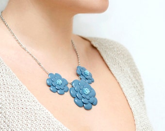 Necklace with blue leather flowers
