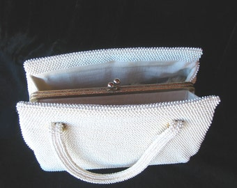 Vintage 50s - White Lumured Handbag with inside golden clasp