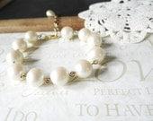 OYSTER vintage hand beaded oversized pearl bracelet (gold)