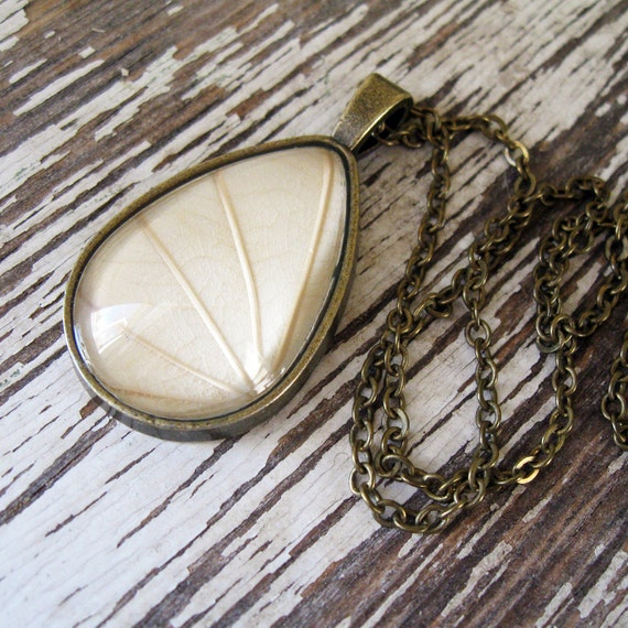 Pearly White Botanical Teardrop Necklace
