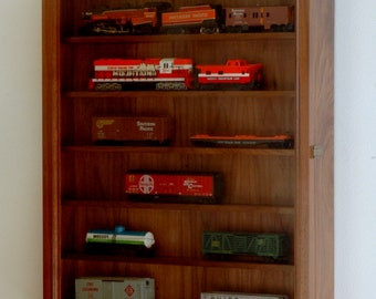 Lionel Train HO Scale Display Cabinet