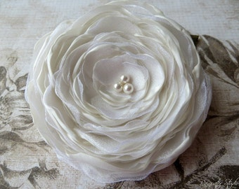 IVORY Wedding Hair Flower, Ivory Rose Hair Flower, Ivory Hair Flower, Rose Hair Flower, Ivory Flower Girls Bridal Accessory, Ivory Hair Clip