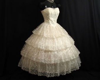 Vintage 1950's 50s STRAPLESS Bombshell Ivory Chantilly Lace Tulle Circle Skirt Party Prom Wedding DRESS Gown