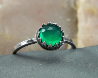 Tara - 6mm Emerald Green Chalcedony Rose Cut Faceted in Sterling Silver Crown Bezel