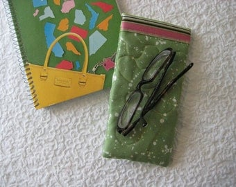 Eyeglass/Sunglass holder (quilted) - FITS LARGE SUNGLASSES --see photos for fabric choices