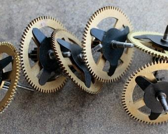Vintage clock brass gears -- set of 6 -- D4