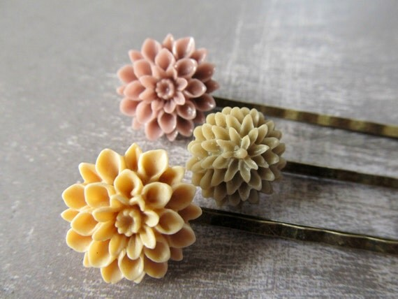 Flower hair pins in warm neutral browns -  Vintage inspired hair pins in cafe au lait colors