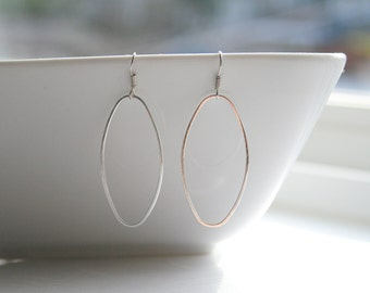 Long, shiny silver oval hoop earrings - OVAL