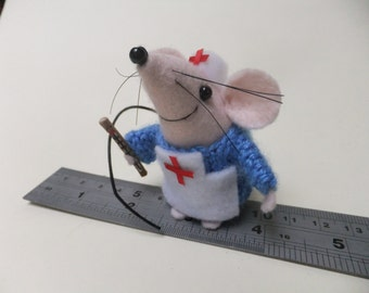 Nurse Mouse with thermometer