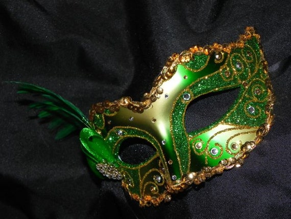 foto de Feather Masquerade Mask in Emerald Green and Gold Made to