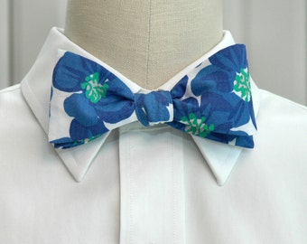 Lilly Bow Tie in blue and white Buttercups (self-tie)