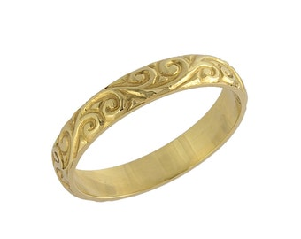 Vintage Scrolls Engraved Wedding Band in Yellow Gold