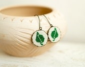 Green leaf earrings - Cross stitch earrings - hypoallergenic ear wires - e003