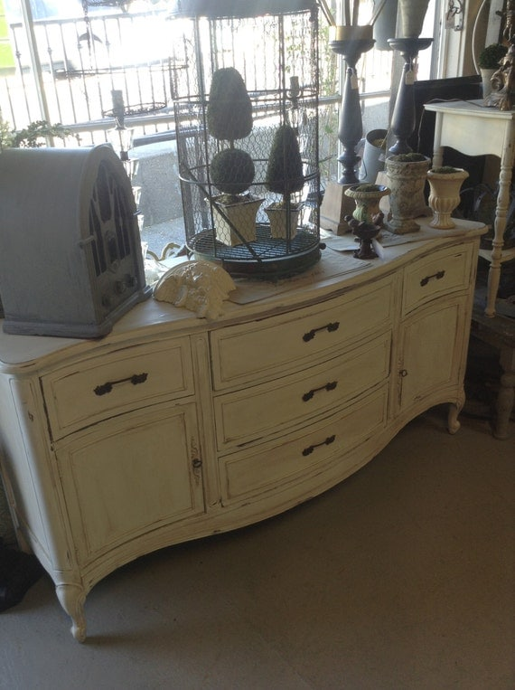 vintage off white shabby chic sideboard buffet dresser. Black Bedroom Furniture Sets. Home Design Ideas