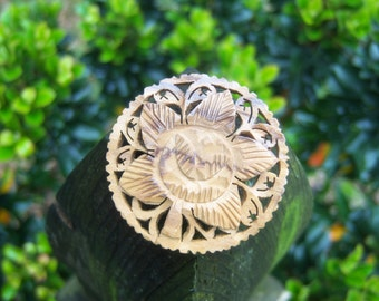 Vintage Wood Brooch Round Carved Wedding Corsage Engagement Carved Round Jewelry Unisex Floral PIN