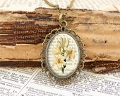 White Lily - Vintage Necklace