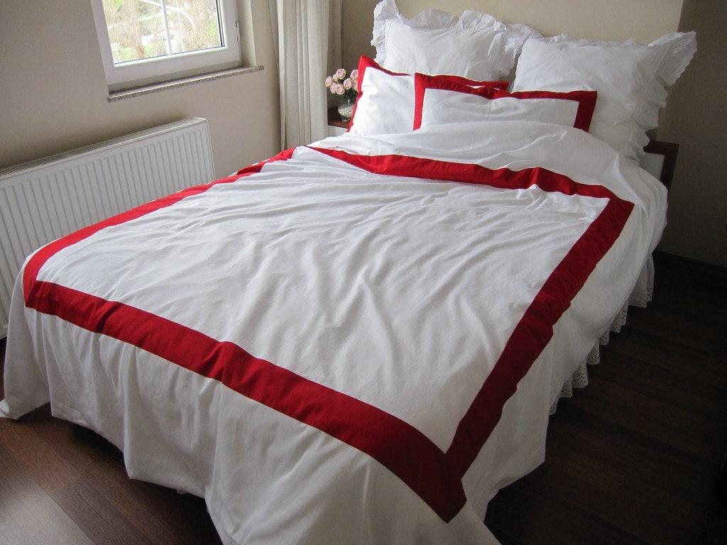 White and red bed sheets -  Zoom