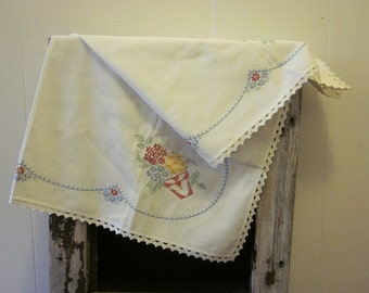 """White Vintage Table Cloth Embroidered Crocheted  35"""" Farmhouse Country Cottage Mid Century"""