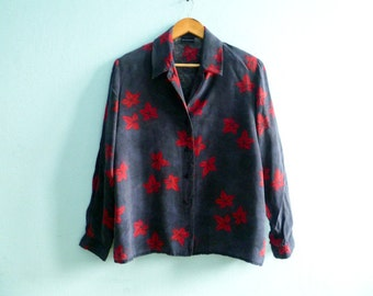 Vintage women shirt blosue / navy blue red / floral / buttoned up down / long sleeve / medium