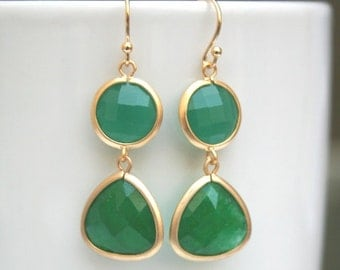 Green Earrings in Gold. Emerald Earrings. Emerald Green Earrings. Bride.Gold Earrings.Drop Earrings.Wedding.Bridal Jewelry.Bridesmaid Gift.