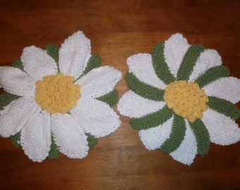 A Dollop of Daisy : pair of floral knit trivets