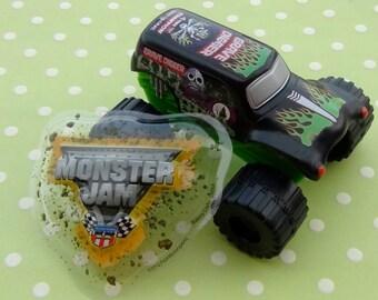 Monster Jam Grave Digger Cake Kit