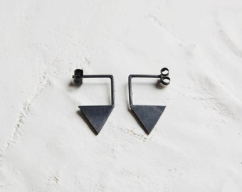 Silver geometric triangle earrings // graphic earrings // triangle pendants // modern design // graphic jewelry // GM012