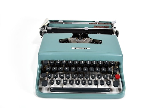 how to use lettera 22 type writer