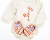 Giraffe Organic Bodysuit Short or Long Sleeve in Orange Spots with Handmade Organic Baby Shoes- Gift for  0 3  6 12 18 months- Baby Clothes