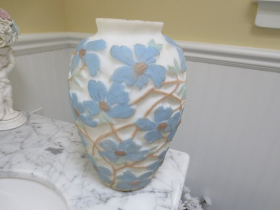 Vintage lamp base raised dogwood floral design phoenix glass for Phoenix glass decorating co